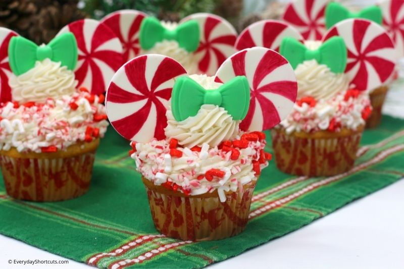 how to make Peppermint Swirl Minnie Mouse Cupcakes