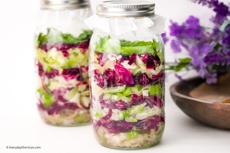 how to make Red and Green Garlic Sauerkraut