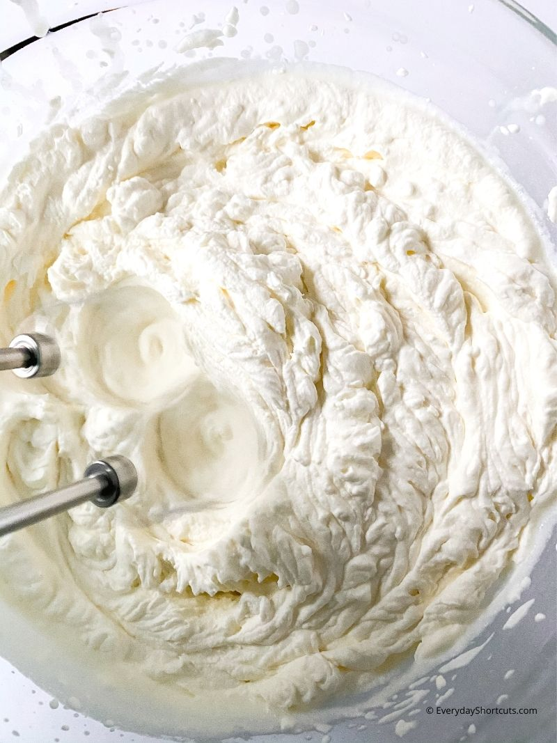 how to make whipped cream topping for Banana Pudding Cheesecake