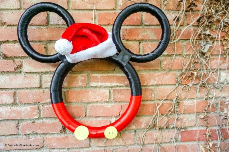 how to make Mickey Christmas wreath