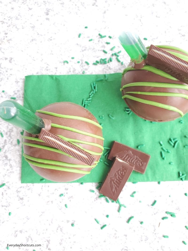 how to make Boozy Mint Hot Chocolate Bombs