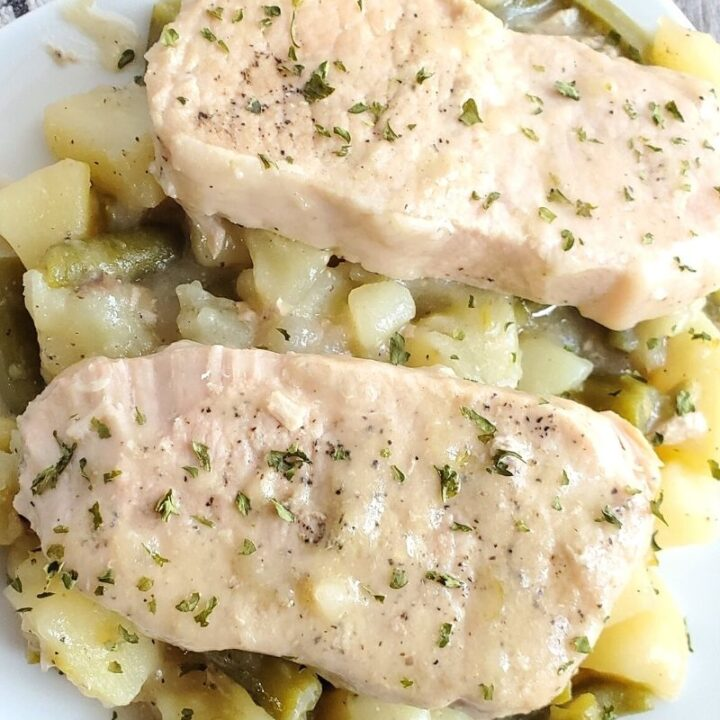 Slow Cooker Pork Chops with Potatoes and Green Beans