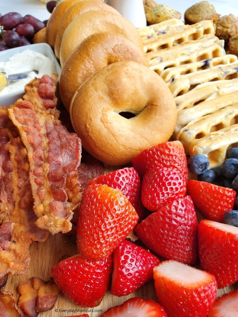 How to Make a Breakfast Charcuterie Board