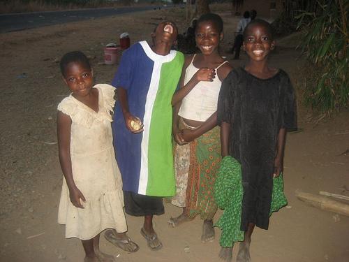 Girls selling water and corn by the roadside in Northern Malawi/Leila Darabi