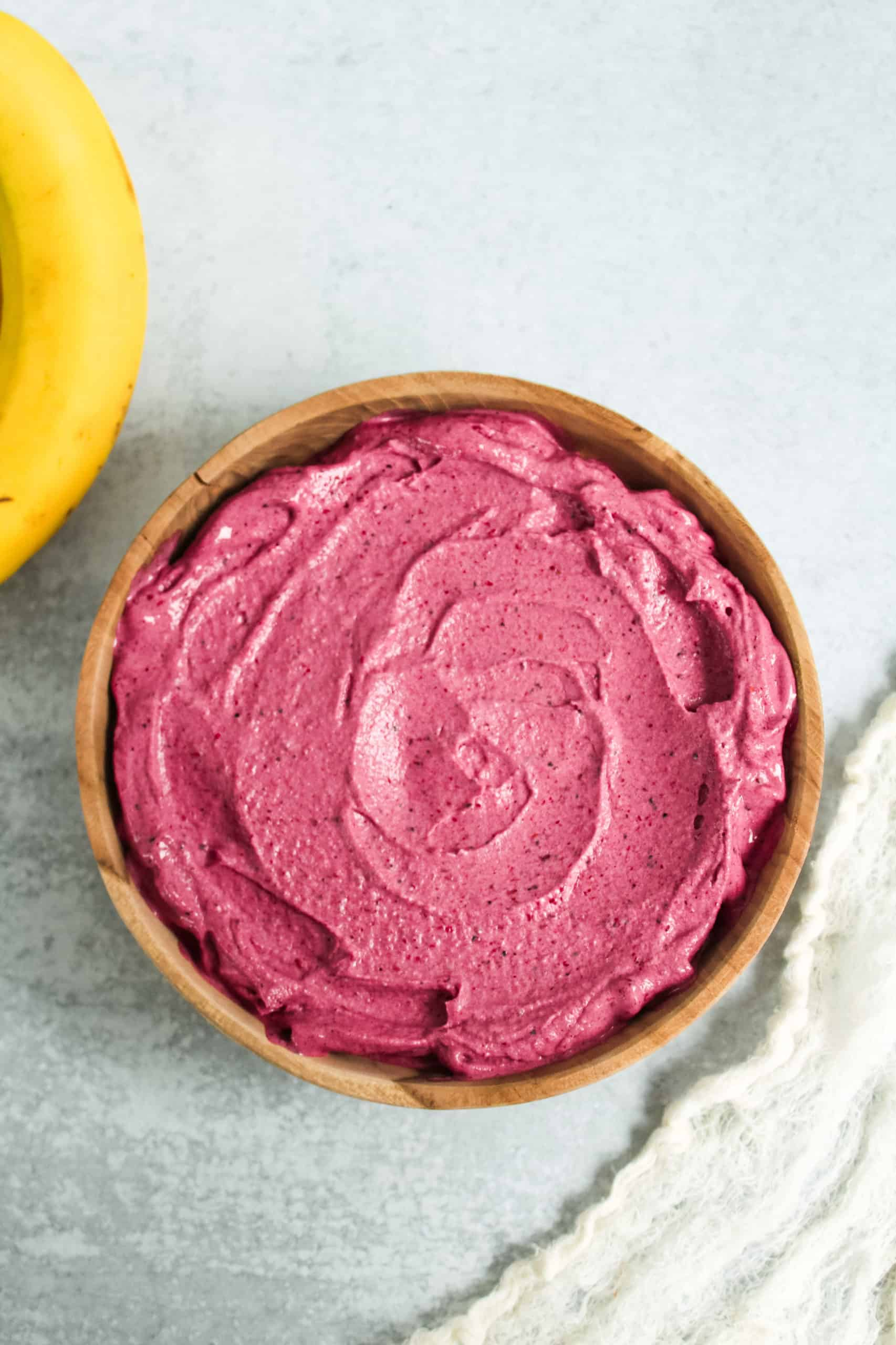 Sharing 5 easy tips to help make the best smoothie bowl ever, by focusing specifically on consistency, clean, healthy ingredients, & delicious toppings!