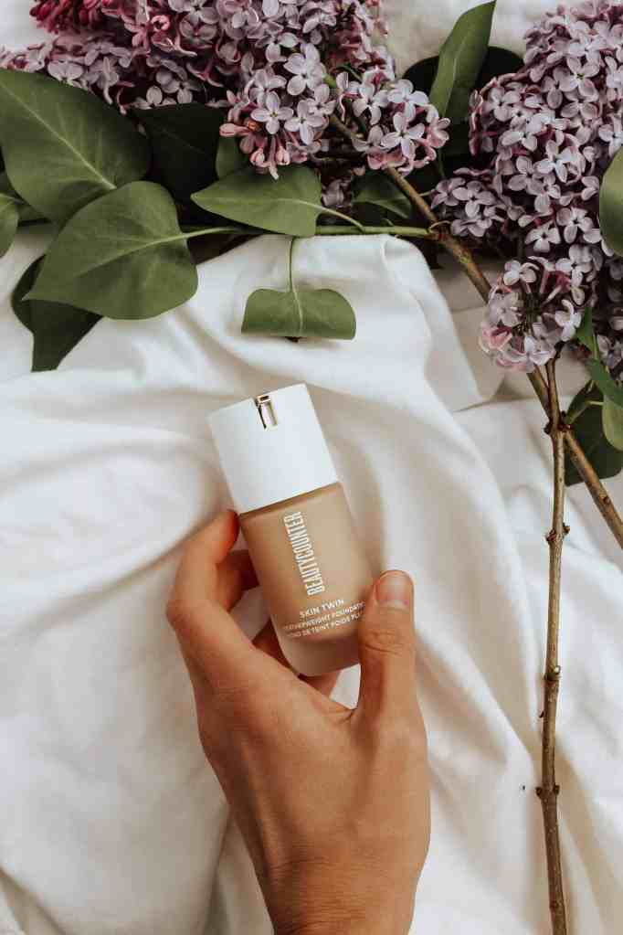 Reviewing Beautycounter's new featherweight Skin Twin foundation, available in 18 gorgeous, breathable shades, EWG-verified, & feels like your skin!