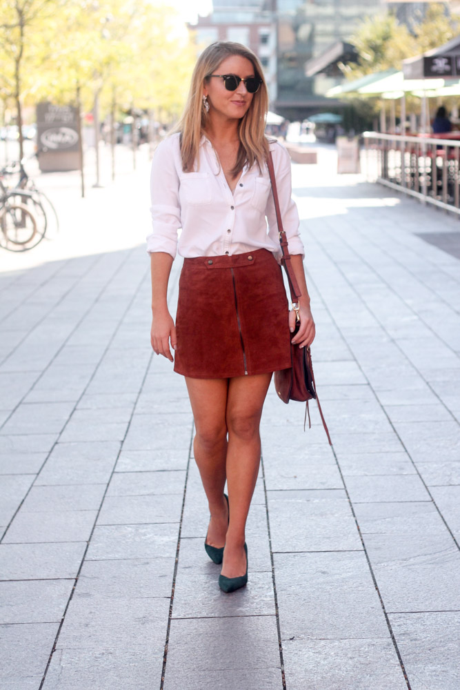 amber from every once in a style wearing banana republic green suede pumps and forever21 rust suede skirt