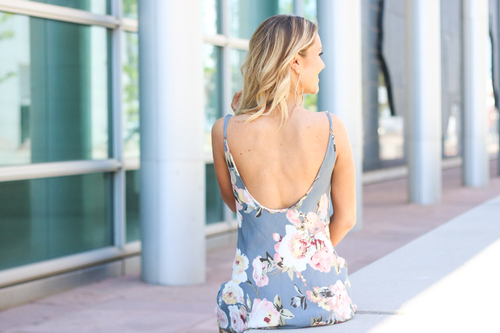 Amber from Every Once in a Style is wearing || Mid-Back Floral Print Dress