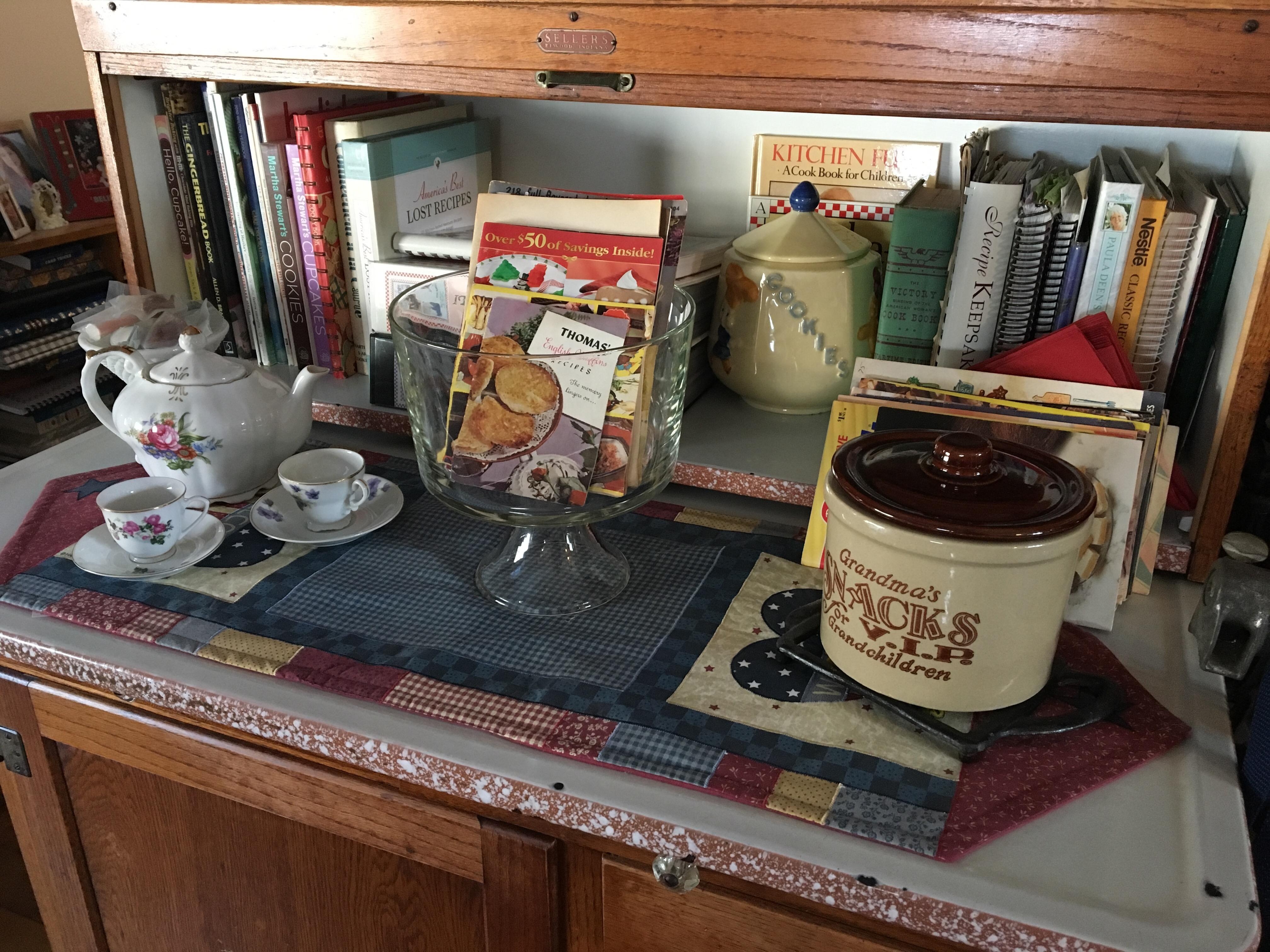Friday Night Heirlooms: telling their stories…Shawnee Cookie Jar