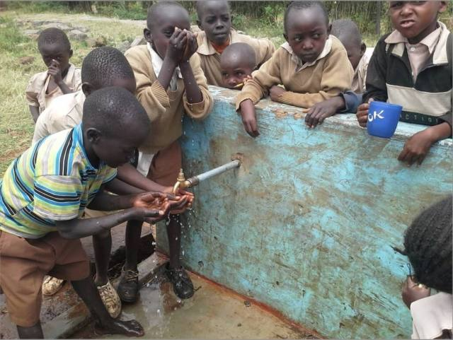 Kampi kids drinking water