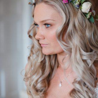 Bridal hairstyling by Everyone's lookingRosie wedding hairstylist Nottingham