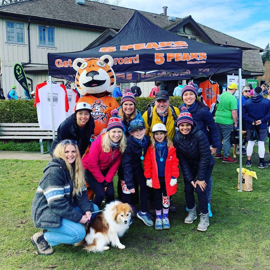 Photo of the 5 Peaks ambassadors at Dash for Dogs in 2019