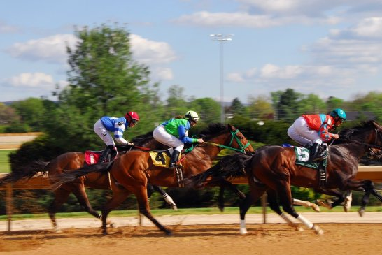Comparing Kentucky Derby to Grand National as the biggest April horse racing attractions