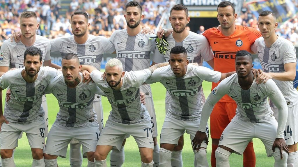 INTER team with third kit marbled jersey