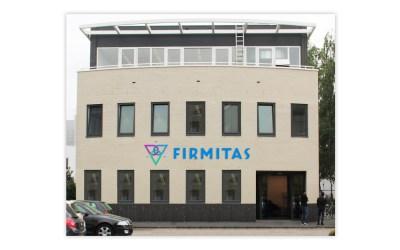 Verlichte Doosletters gevel – Stichting Firmitas