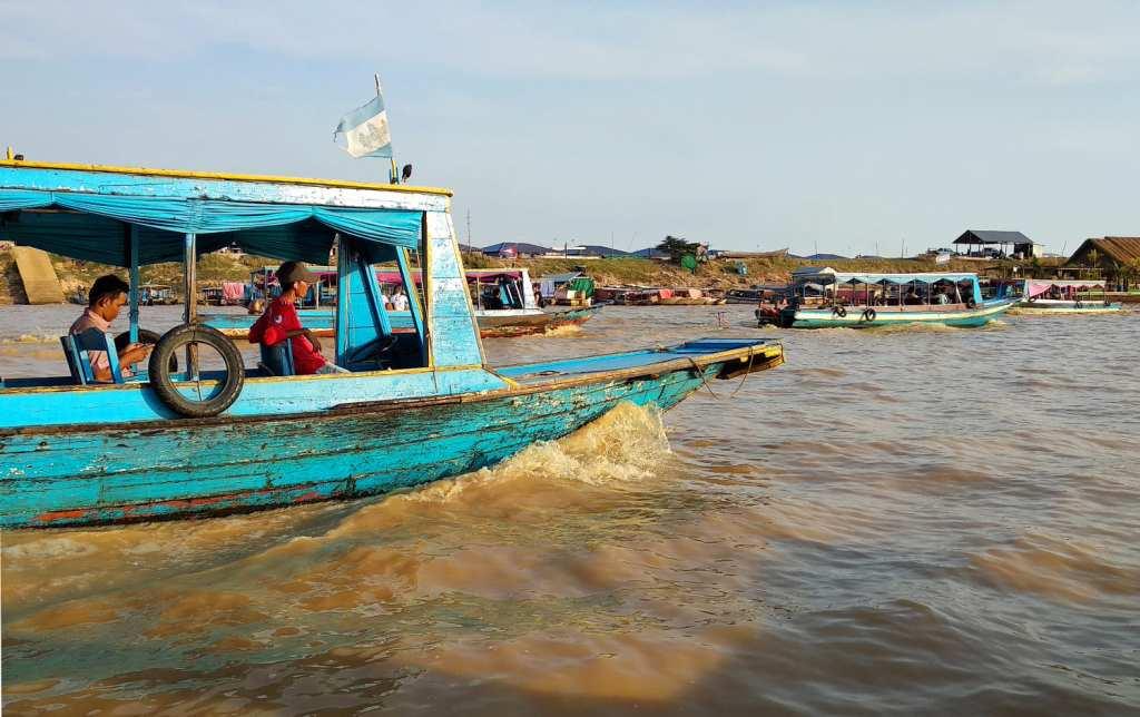 Touristenboote auf dem Tonle Sap