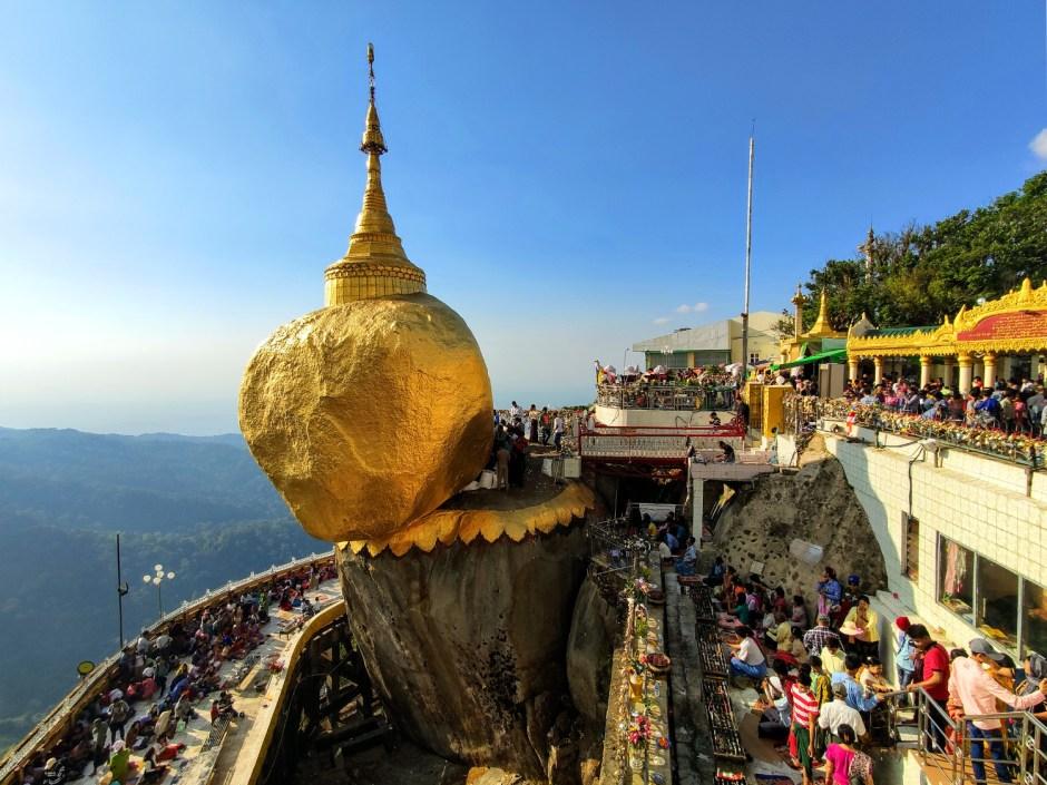 Blick auf den Golden Rock in Myanmar