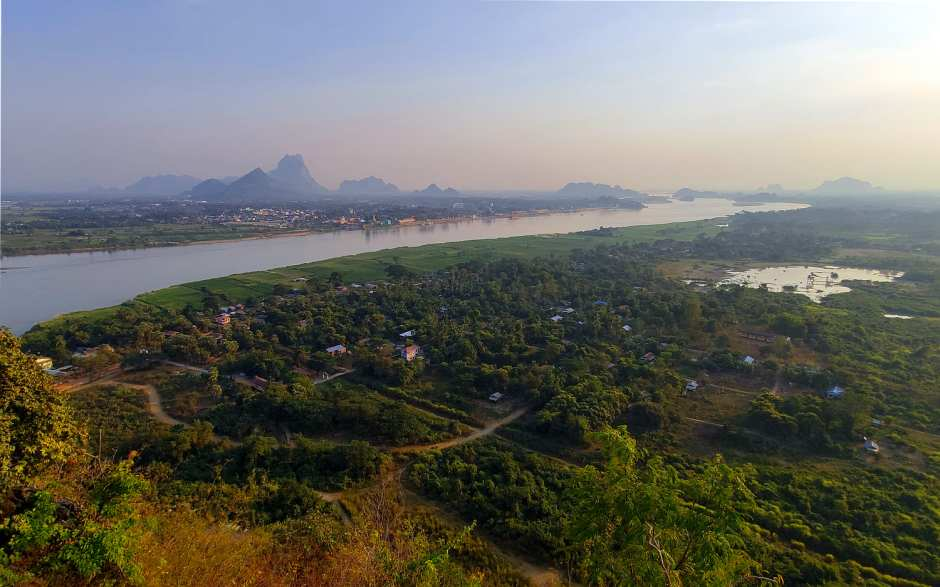 Blick auf Hpa-An vom Mount Papu