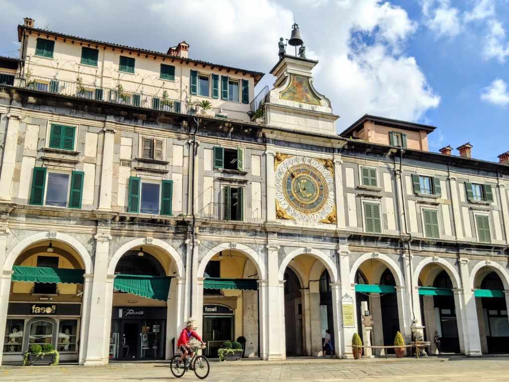 Uhrenturm auf der Piazza della Loggia