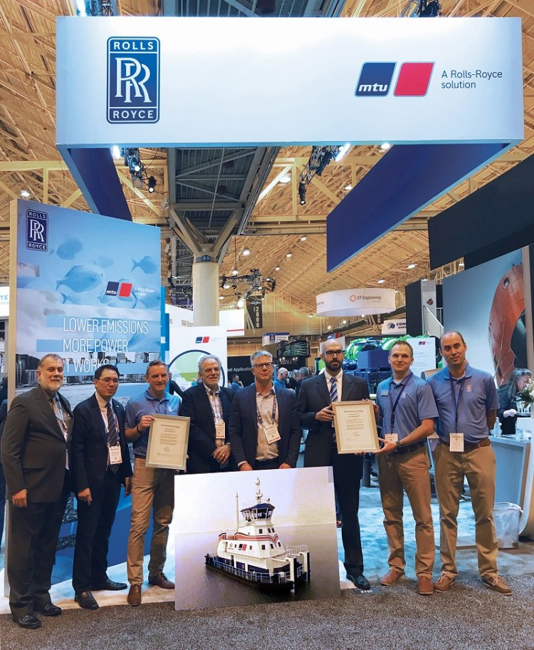 Rolls-Royce and Robert Allan present the world's first LNG-powered shallow-water push boat Gas_Pushboat_handover