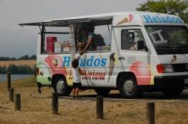 yo-solito-comprandome-un-helado