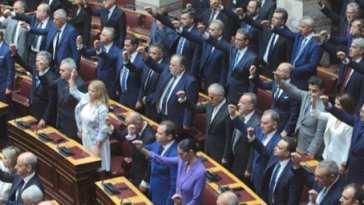 Απαρατήρητοι από τους φωτογράφους των Αθηναϊκών Μέσων Μαζικής Ενημέρωσηςπέρασανοι βουλευτές Εύβοιας στην ορκωμοσία