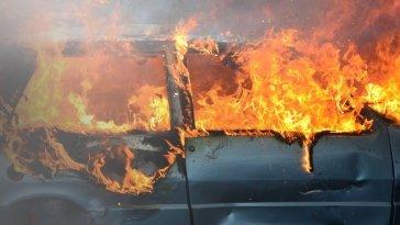 Χαλκίδα Ευβοίας: ΙΧ τυλίχτηκε στις φλόγες