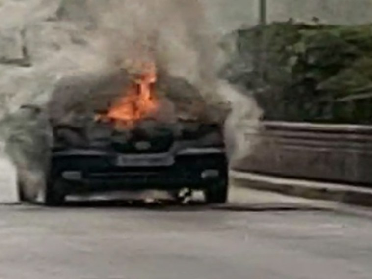 Αυτοκίνητο πήρε Φωτιά Πατησίων