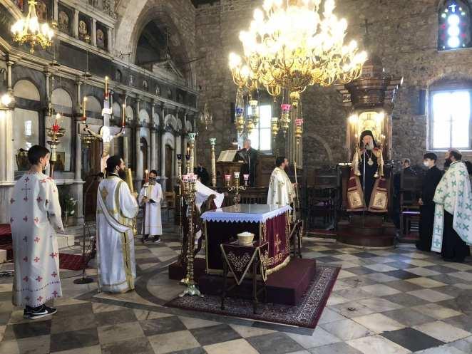 Η Μεγάλη Πέμπτη στη Ιερά Μητρόπολη Χαλκίδος - Η περιφορά του επιταφίου