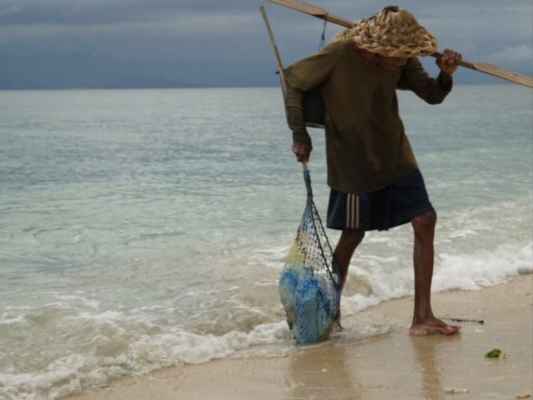 90χρονος ψαράς