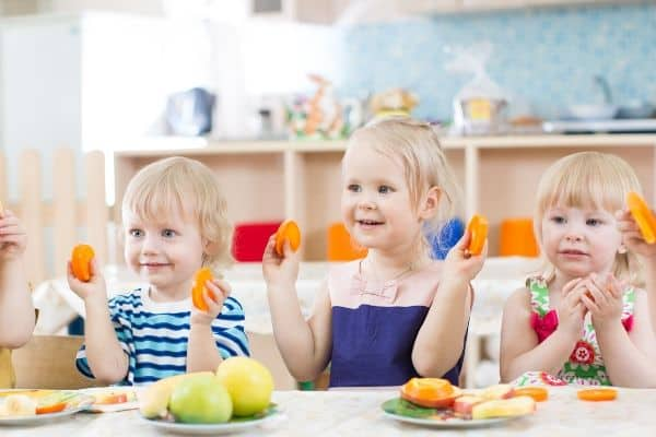 kids eating organic food