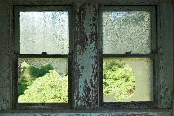 old-windowsill-with-lead-paint
