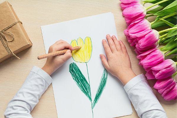 child-making-Valentines