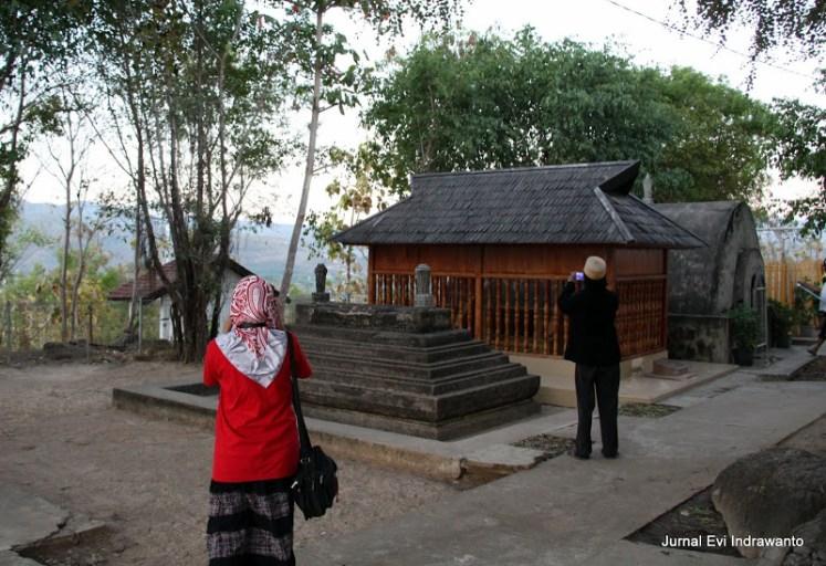 Komplek Pemakaman Kesultanan Bima Dana Traha
