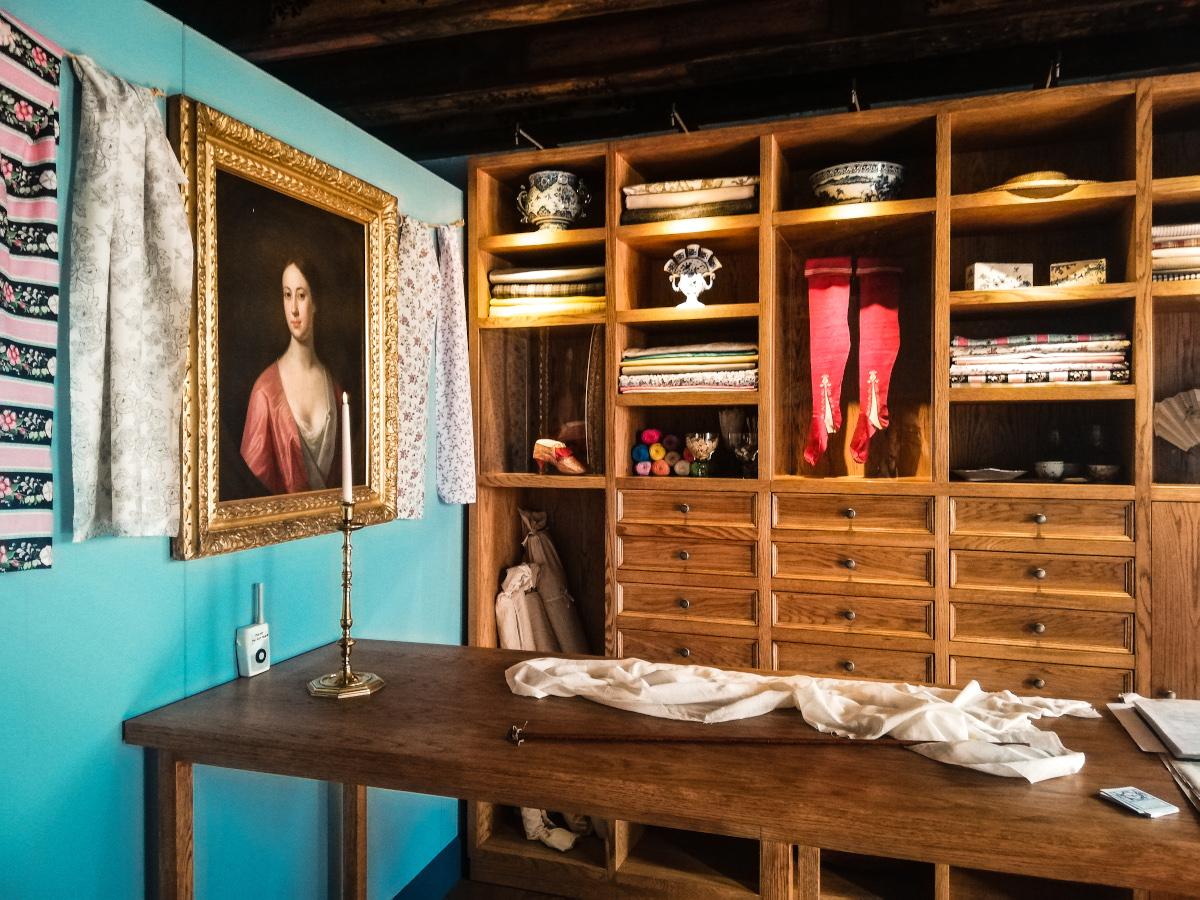 1766, la boutique de linge de Dawson