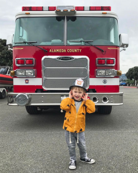 What kid can resist a fire truck? (Photo: @Lila via Instagram)