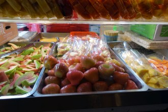 Wax Apples (蓮霧) are my favorite thing to eat while I'm here. I plan to eat many bushels before I leave.