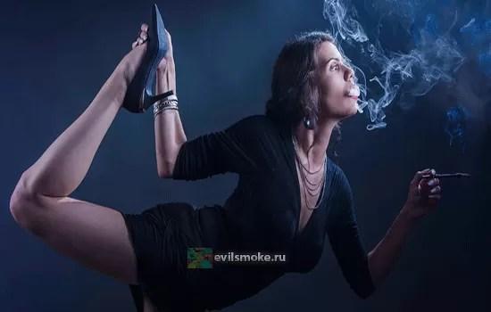 foto-yoga-i-kurenie-pomozhet-li
