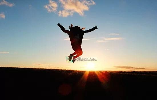 Фото-Человек в воздухе на закате