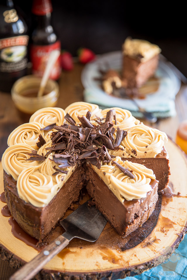 Stout Dark Chocolate Cheesecake with White Chocolate Bailey's Ganache by My Evil Twin's Kitchen | Recipe and step-by-step instructions on eviltwin.kitchen