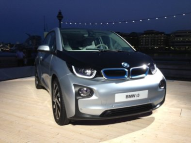 i3 at launch outside by river thames