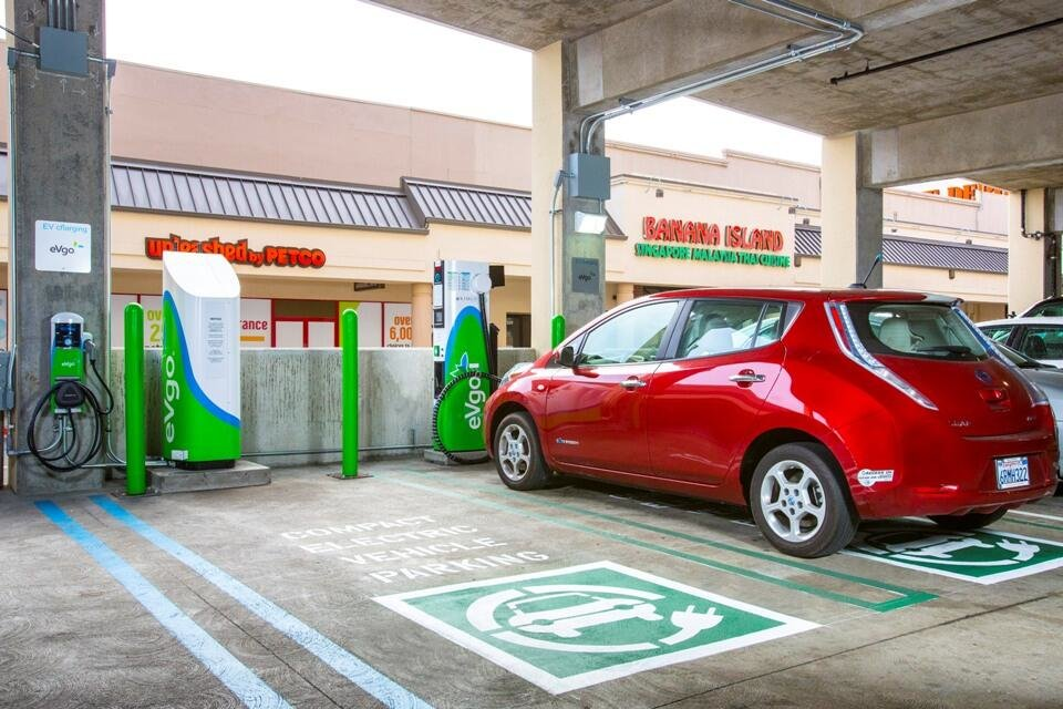 nissan-leaf-recharging at-evgo-freedom-station-daly-city-california
