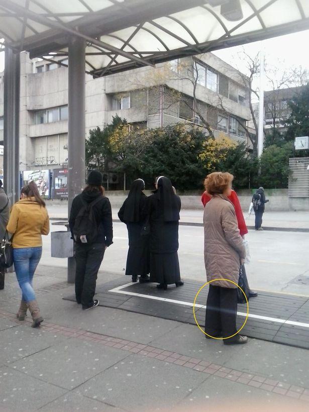 Призрак на автобусной остановке