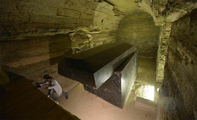 Интересный случай — более ста лет власти Египта не пускали посторонних к обнаруженному древнему комплексу
