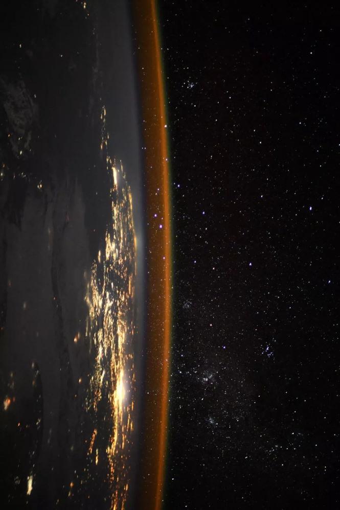 Земля повернулась боком: посмотрите на удивительное фото с МКС