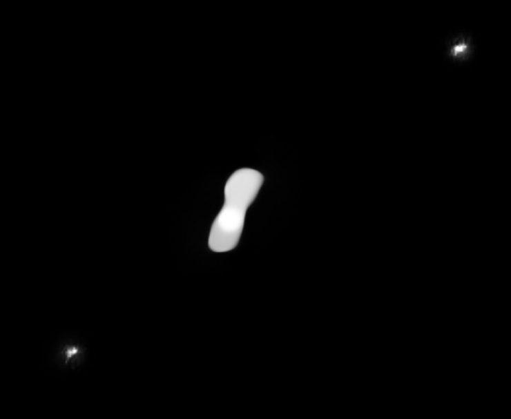 Астероид 216 Клеопатра и два его спутника. Предоставлено: ESO / Vernazza, Marchis et al. / ONERA, CNRS