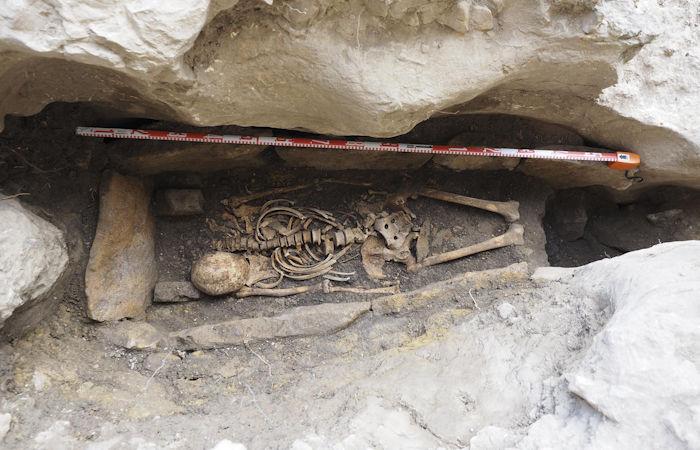 Испано-вестготская могила в Охо-Гуаренья - место упокоения отшельника, искавшего уединения, когда пришли мавры?