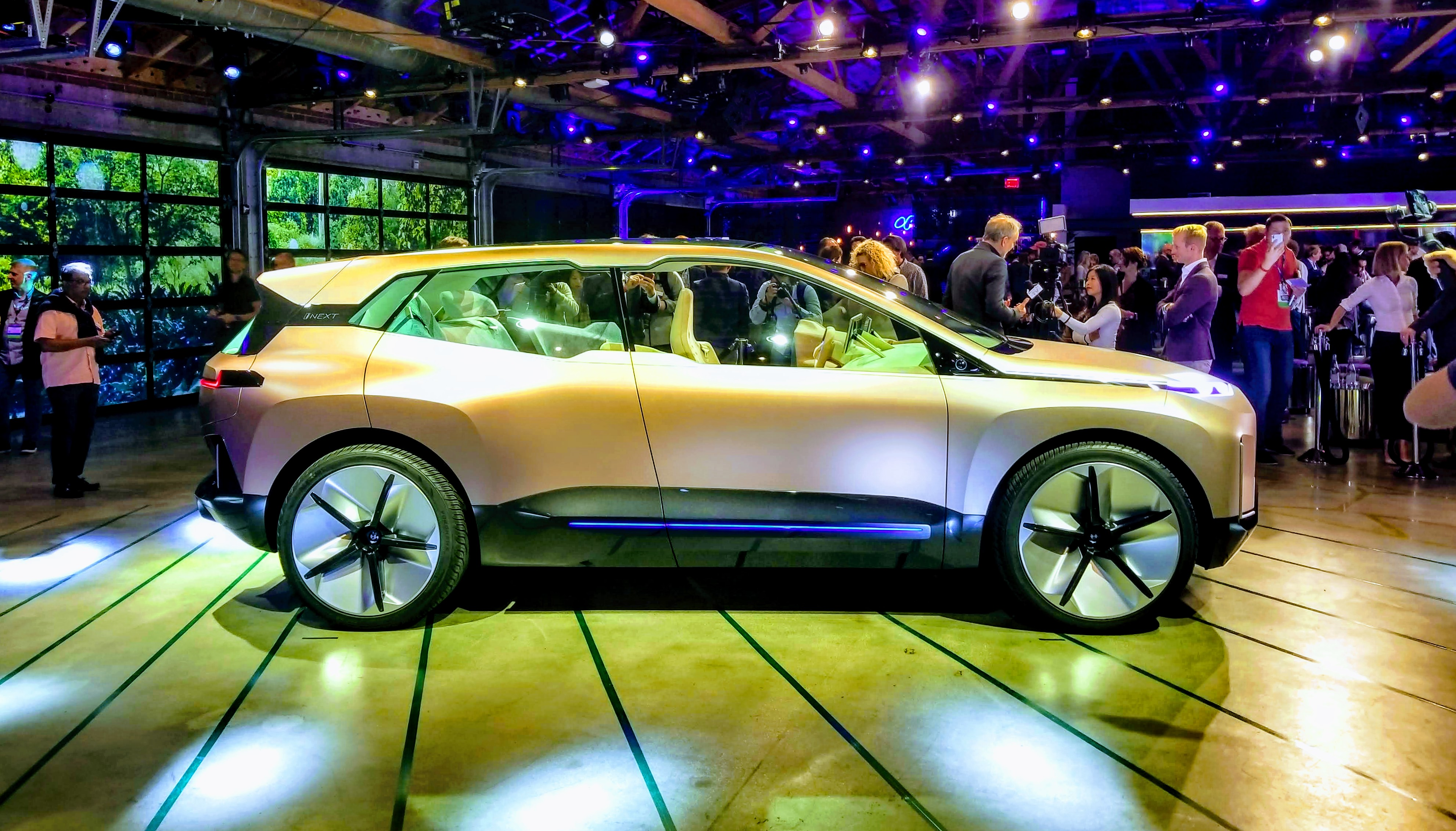 Bmw Unleashes The Inext Electric Autonomous Suv At Los Angeles