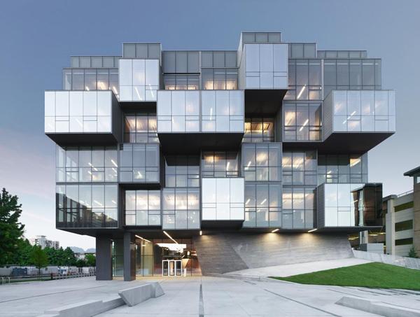 Faculty Of Pharmaceutical Sciences / Saucier + Perrotte