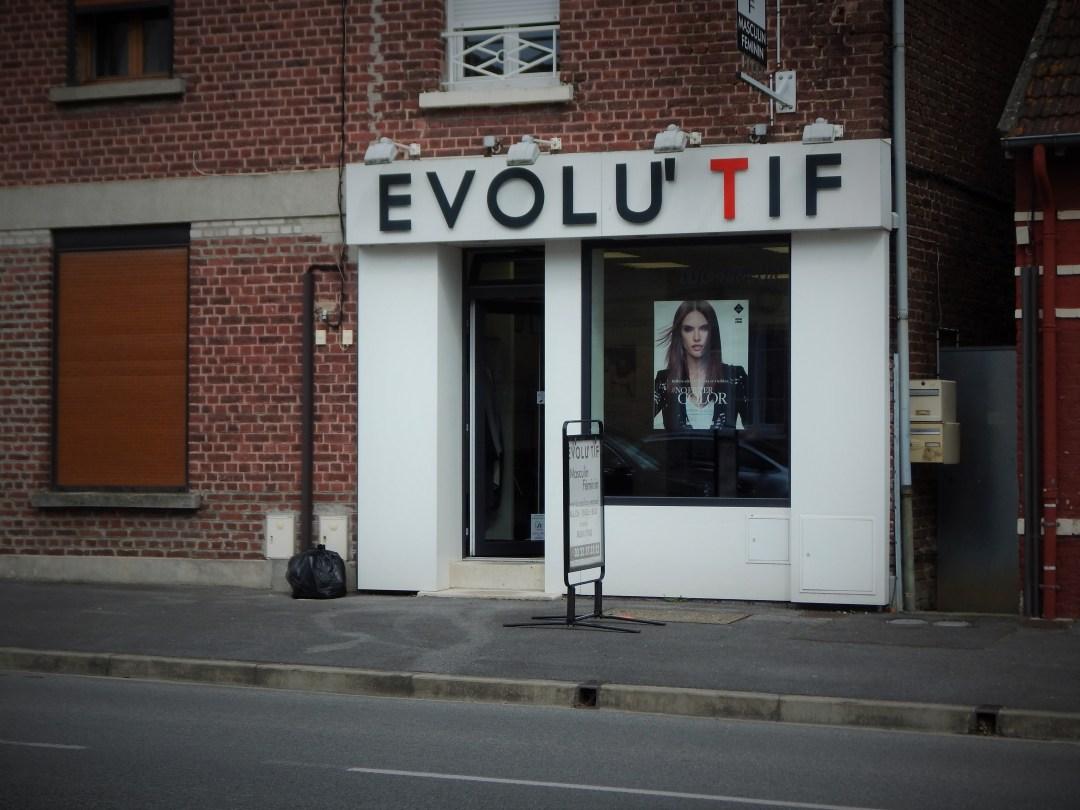 Photographie de la devanture du salon Evolutif Coiffure Quessy